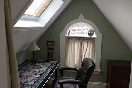 Private BR w/office or meditation room - Cranston - Maison