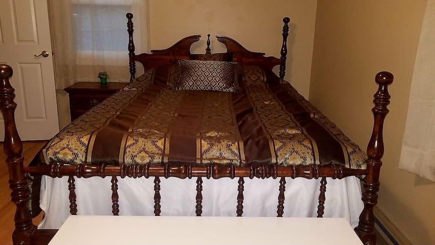 The Gamer Bedroom's Queen Size Bed