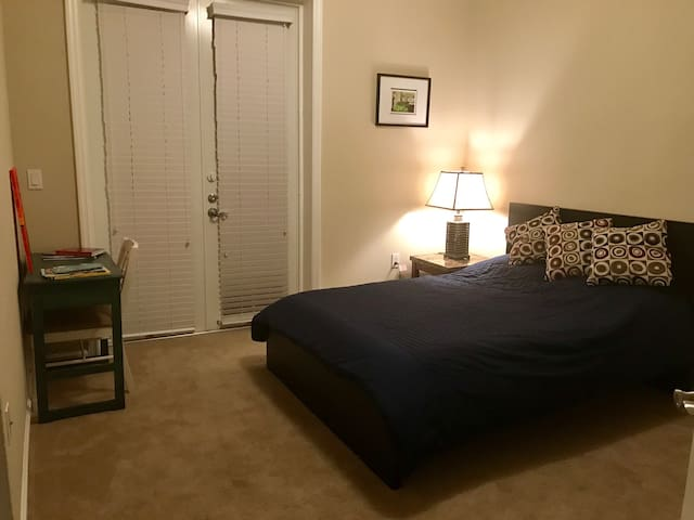 Bright sunny room in great location - Saint Augustine Beach