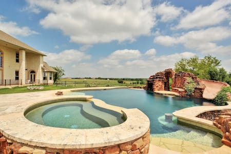 Carriage House in Hutto w/ Pool - Hutto - Lägenhet