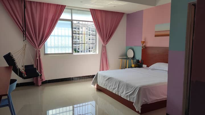 東寓-半岛公园温馨靓丽装饰大床房405