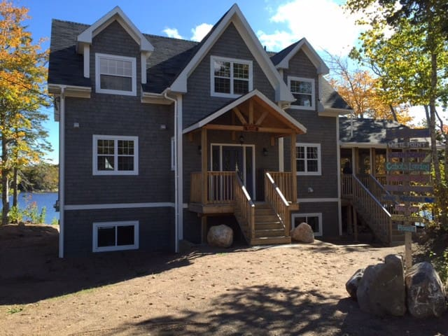 Luxury 4 Bedroom Waterfront Beach Home - Dingwall - House