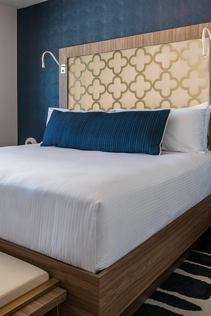 SAHARA Las Vegas, Blanca 1K, +$43.03/nt Resort Fee