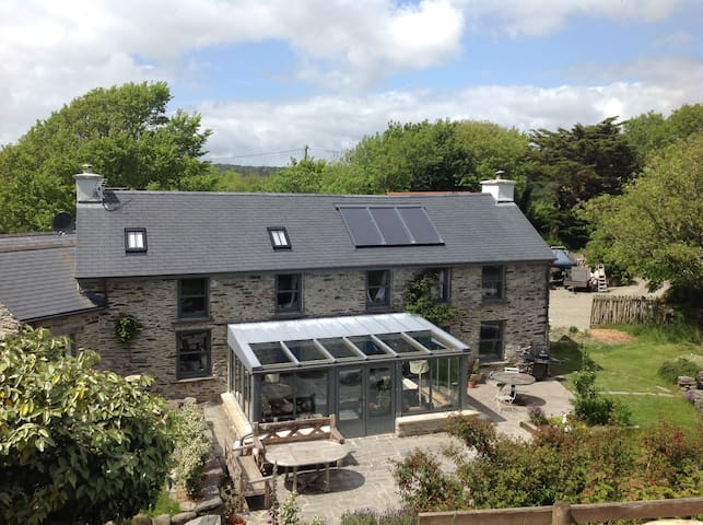 South Reen Farmhouse - a family retreat by the sea - Skibbereen - Hus