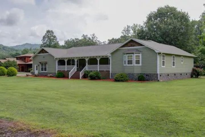 Location! Deep Creek House a mile from town & Park