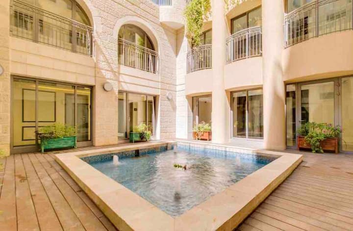 Exquisite Apt w/ King Bed, City Center Jerusalem!