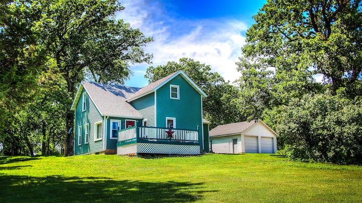 Grandma's Vintage Farmhouse (in country)