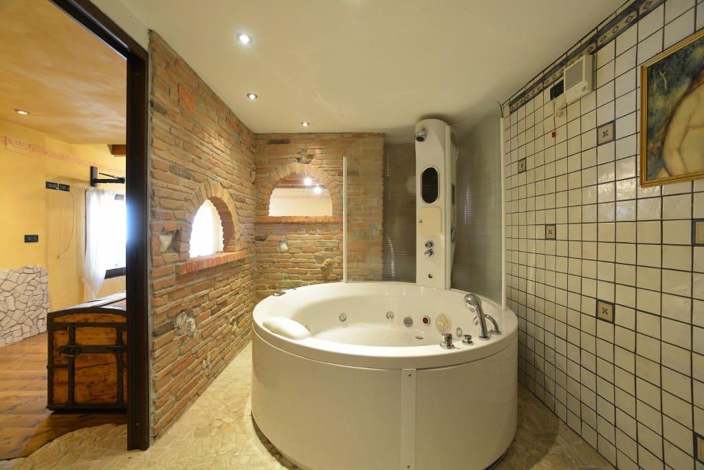 bagno con idromassaggio  camere superiori