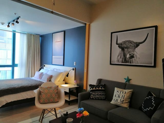 19th Floor 1BR BGC, 6 pax, w/Pool, WiFi & Netflix