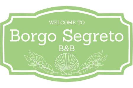 """B&B Borgo Segreto - stanza """"Il FALCO"""" - Volastra"""