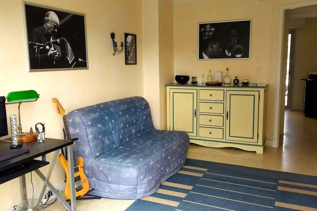 Living Room / Guest room