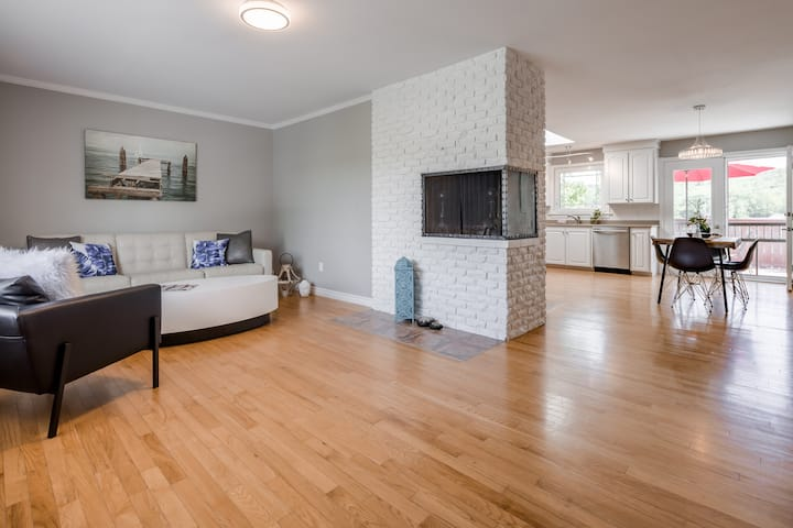 3 Bedroom Residence with Airport Pickup & Drop-off