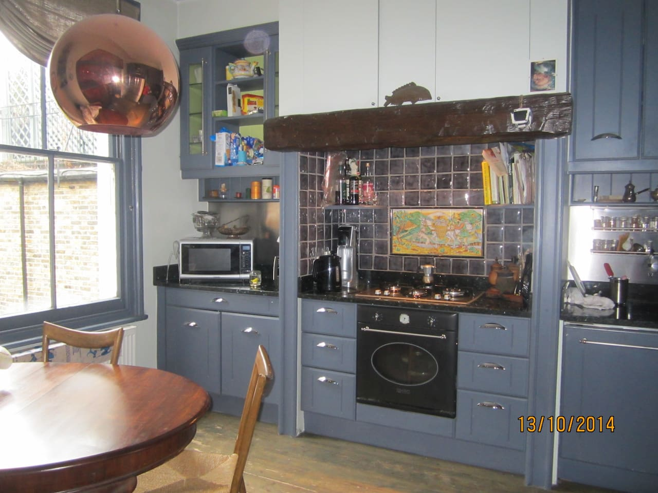 Very cosy kitchen, with granite top, wooden floors, SMEG oven, combination microwave, dishwasher, two sinks. Very comfortable and elegant.