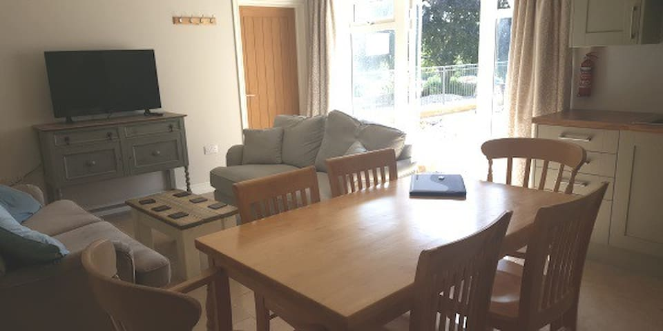 Foragers Cottage - 3 bed new apartment