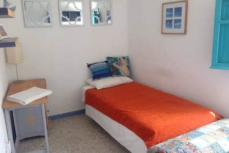 Single Room 2: Friendly Shared House - Tarifa - Bed & Breakfast