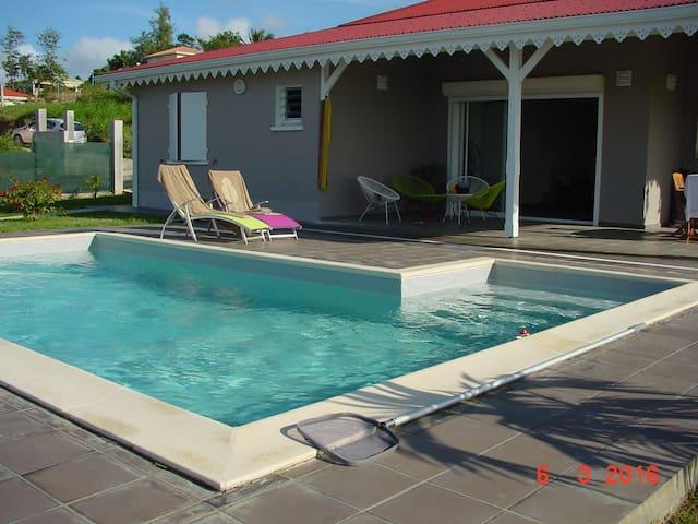 Chambre Magnifique dans villa neuve vue mer - Rivière-Salée - Penzion (B&B)