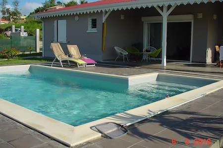 Chambre Magnifique dans villa neuve vue mer - Rivière-Salée