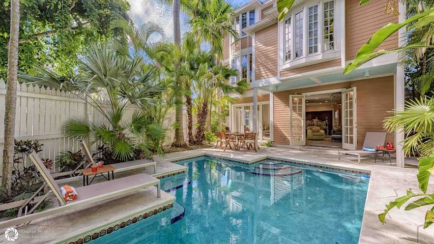 **SOUTHERNMOST COMFORT @ THE ANNEX** Spacious Home & Pool + LAST KEY SERVICES...