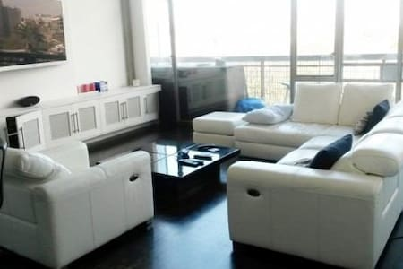 Private Room Available - Amazing 2 Story Loft! - Londres - Loft