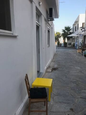 Houses in the village do not need a balcony. Just take the table outside and enjoy your morning coffee. The harbor is just a few meters away