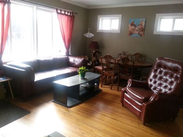 Cozy room in neighborhood close to Osborne Village - Winnipeg