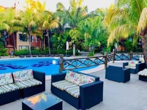 Precioso departamento ejecutivo con piscina y  jacuzzi, zona feria Expo Cruz.