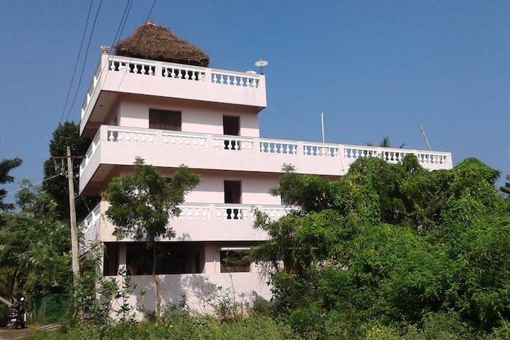 Ravi Homestay 4 Auroville Beach(AC)
