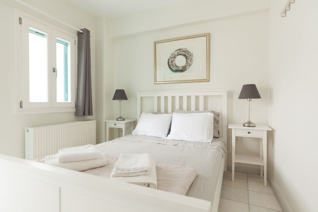 House bedroom with 140cm double bed