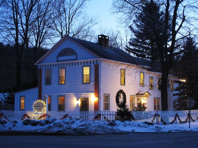 Classic meets Contemporary - Great Barrington - Bed & Breakfast