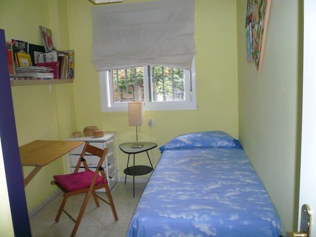 Alquiler de Habitación con baño privado. Wifi