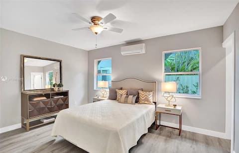 Modern 1BR Pool House in Central Location