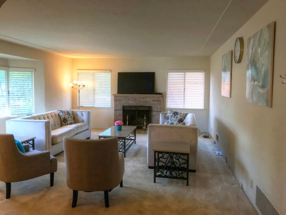 """Living Room with 55"""" 4K TV and cable"""