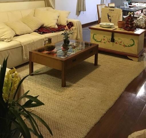 Apartamento espaçoso e aconchegante no Sion.