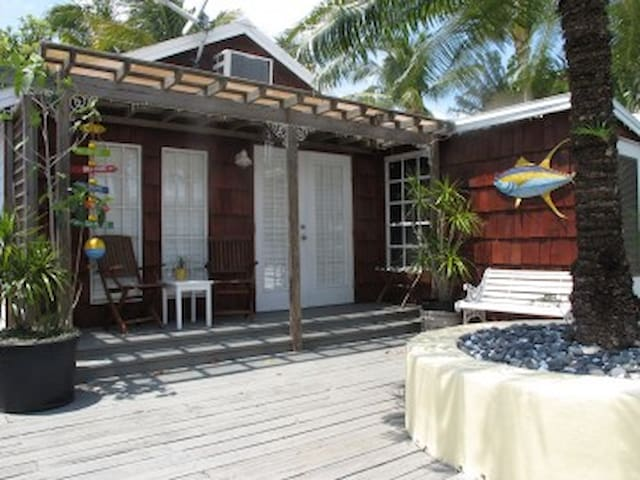 Redfish Cottage at Hidden Treasures - Matlacha