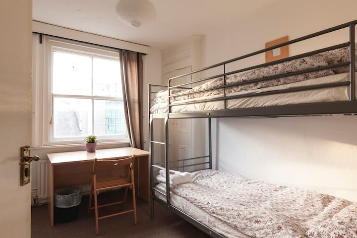 Room 14.Private Twin Bed room, Soho - Londyn - Dom