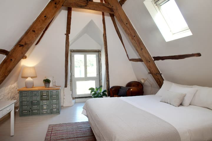 Chambre Aux Sabots Rouges- room THREE