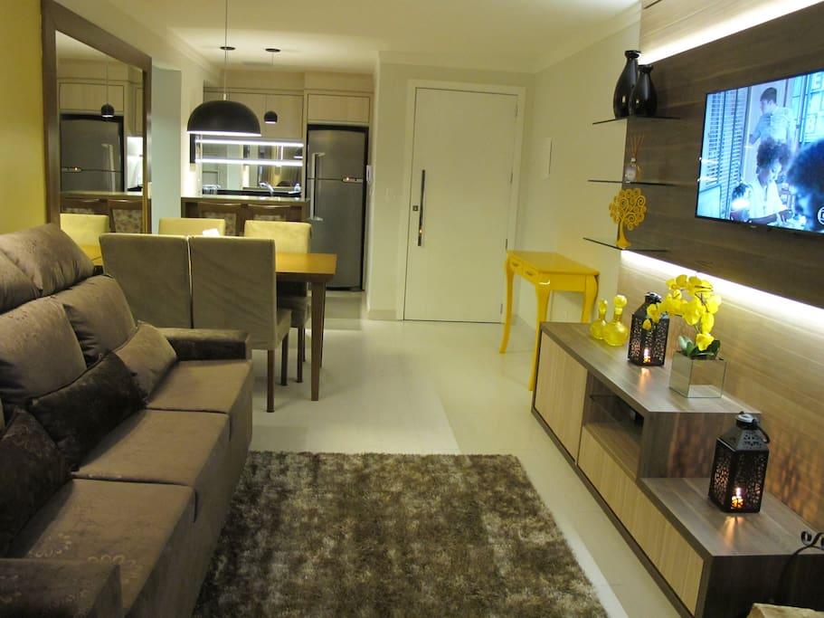 Sala de estar com lareira para você relaxar!