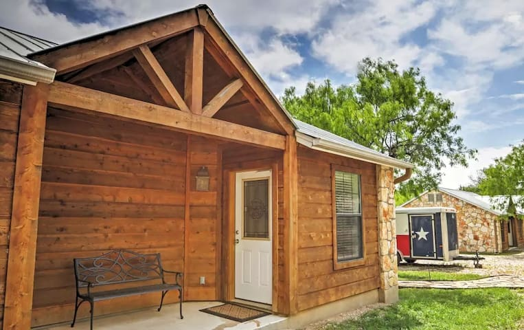 Wonderful 1BR Lakehills Cabin - Lakehills - Cabin