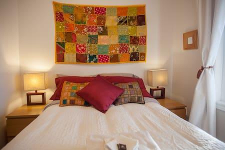 Cosy Bedroom + Breakfast (free Parking) - Toronto - House