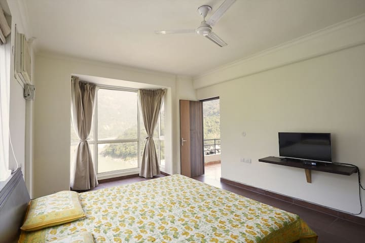 Luxury 2BD fully furnished flat, near LaxmanJhula. - Rishikesh - Leilighet