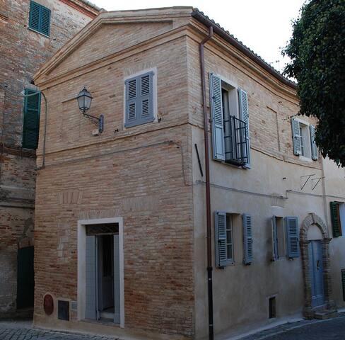 La casa nella piazzetta - Monte San Vito - Talo