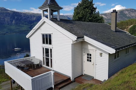 Spacious house by the fjord in Hardanger