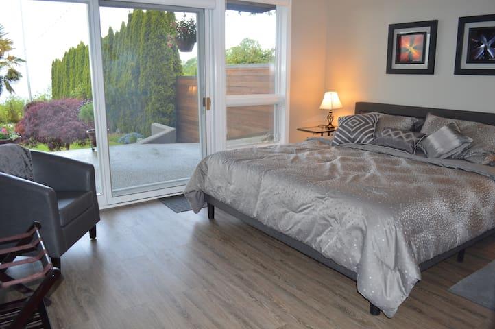 Seattle Luxury Estate Romantic SEAVIEW GUESTHOUSE