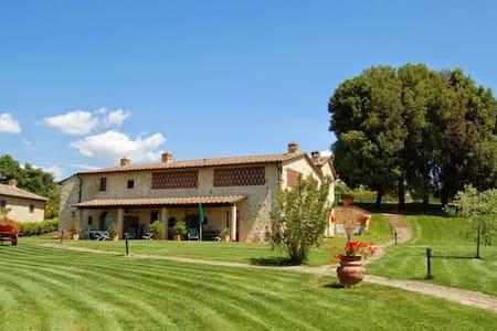 Beautiful restored farmhouse with pool & whirlpool - Barberino Val D'elsa - House