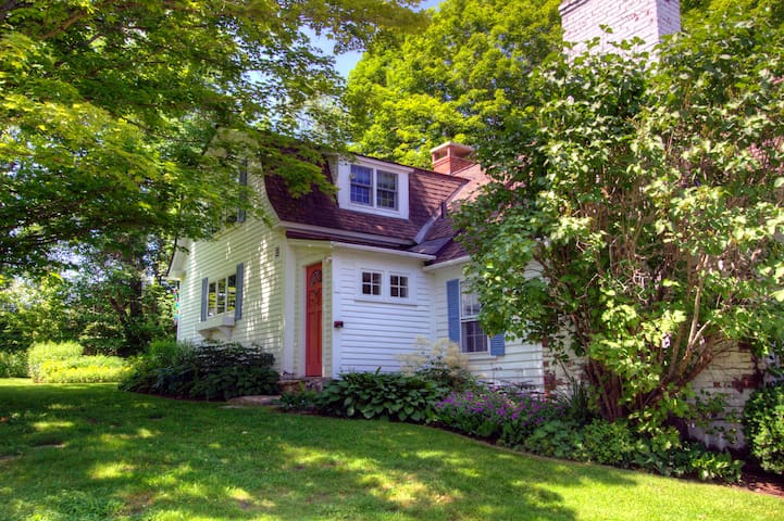 Captivating VT farmhouse, Stratton skiers delight! - Londonderry