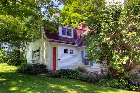 Captivating VT Farmhouse, Summer Oasis nr Stratton - Londonderry - Haus