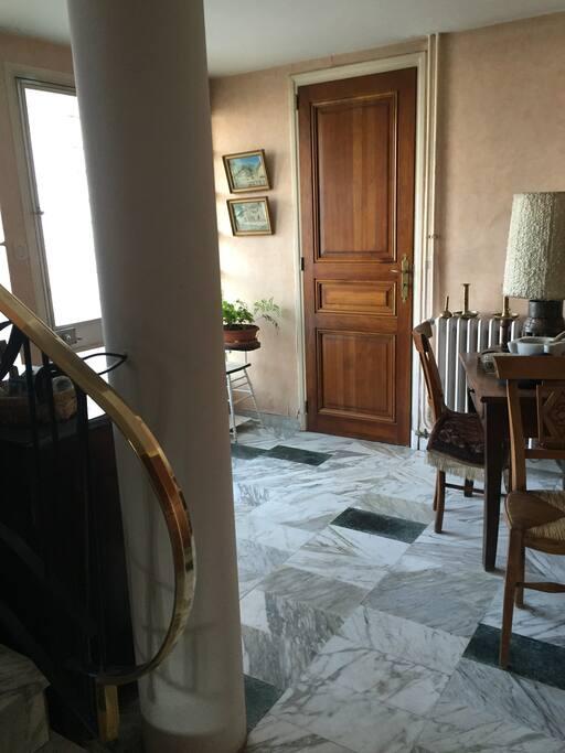 Entrée au RDC de la villa. (2ème entrée à l'étage)