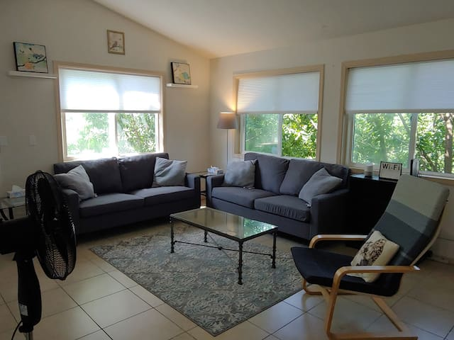 3BR Seattle Home, 1 Block to Bus, Connect to LINK