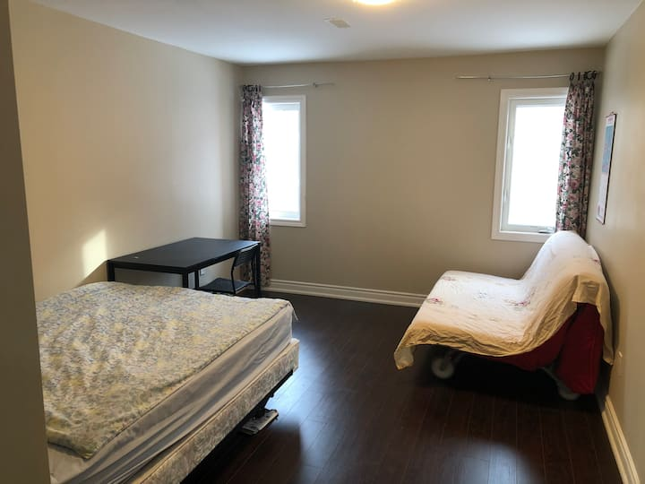 Brand New Cozy Room w/Parking WIFI -No quarantine.