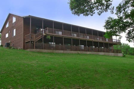 The Lodge at Gunter Hollow - Fayetteville - Bed & Breakfast